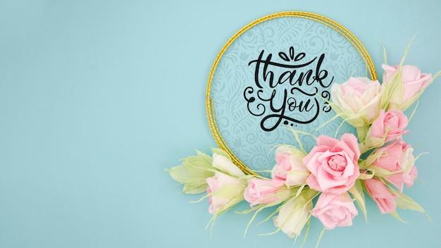 Cornice floreale artistica mock-up con messaggio motivazionale Psd Gratuite