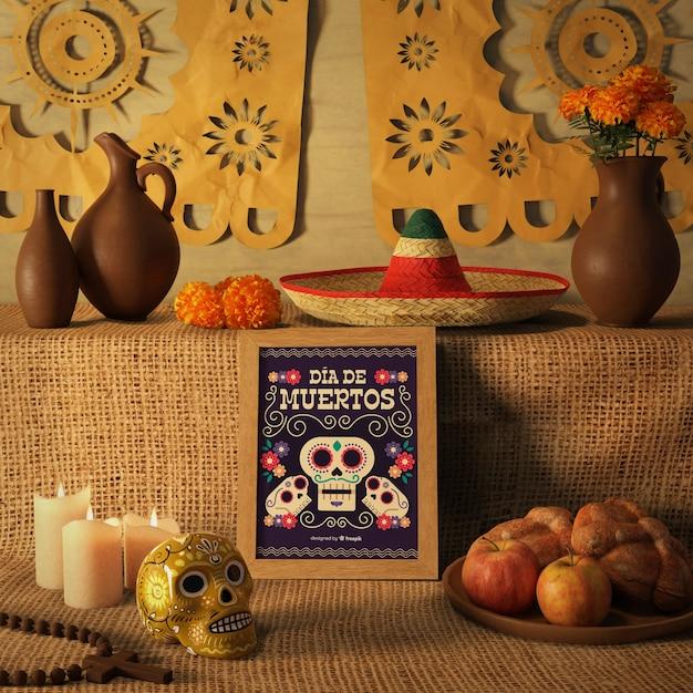 Dag van de dode traditionele mexicaanse sombrero en bloemenschedelmodellen Gratis Psd