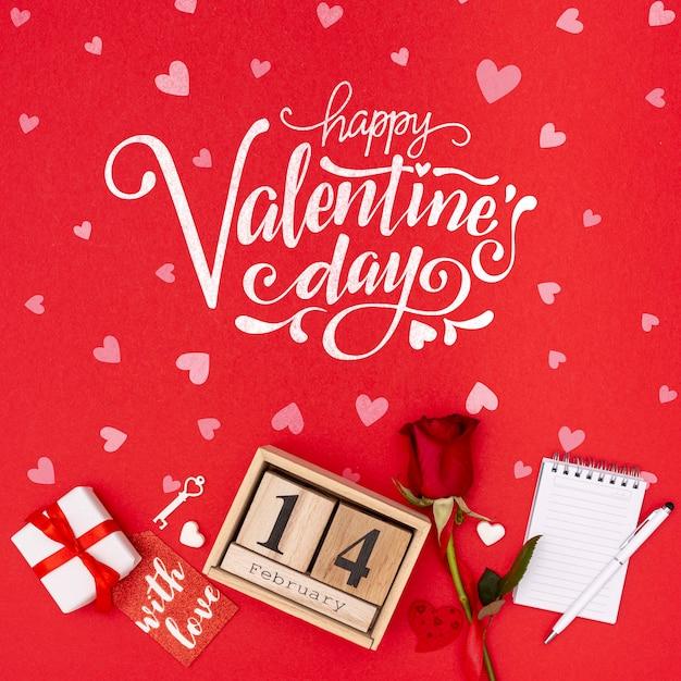 De dagconcept van de mooie valentijnskaart met nam toe Gratis Psd