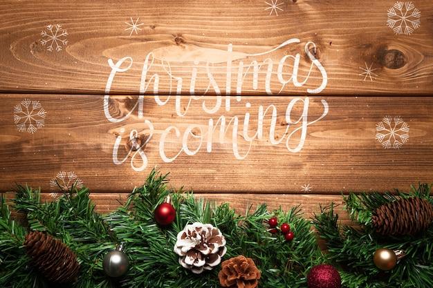 De pijnboomornament van kerstmis met exemplaarruimte Gratis Psd