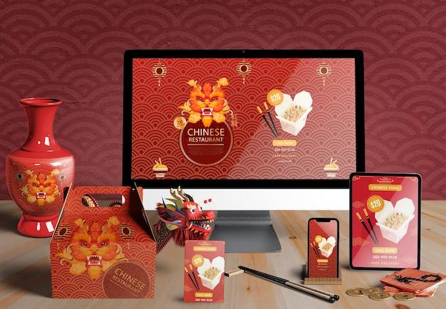 Dispositivi digitali e regali di vista frontale per il nuovo anno cinese Psd Gratuite