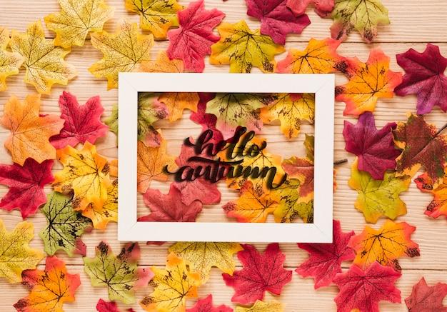 Disposizione carina di foglie secche Psd Gratuite