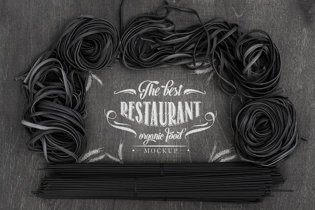 Disposizione vista dall'alto di spaghetti scuri mock-up Psd Gratuite