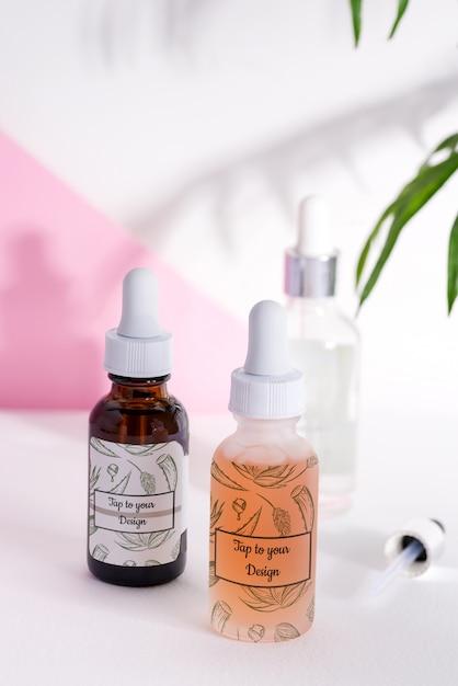 Diverse flessen voor cosmetica, natuurgeneeskunde, etherische oliën of andere vloeistoffen Premium Psd