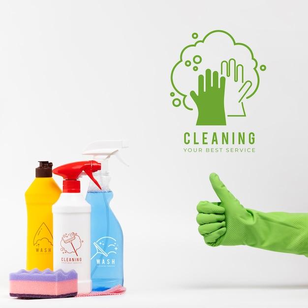 Diverse huis schoonmakende producten beduimelt omhoog gebaar Gratis Psd