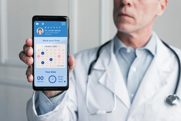 Doctor's hulplijn en arts met een stethoscoop Gratis Psd