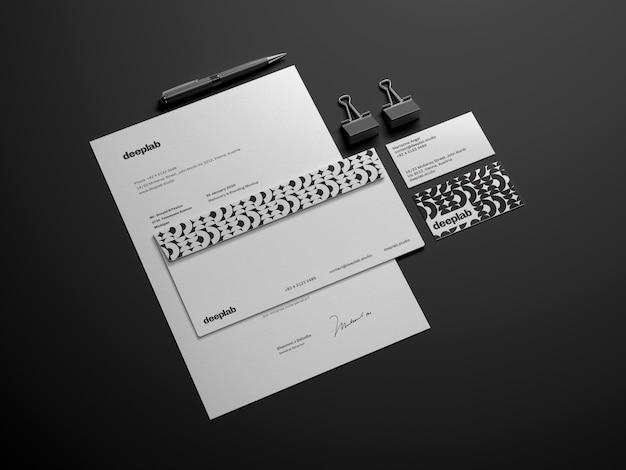Documento con busta, penna e clip Psd Premium