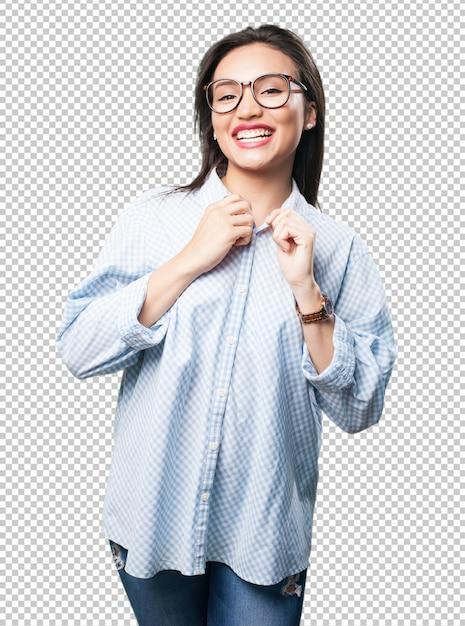 Donna asiatica che registra i suoi vestiti Psd Premium