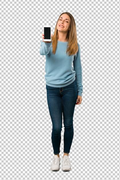 Donna bionda con la camicia blu che mostra il cellulare Psd Premium