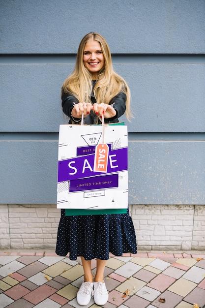 Donna con borse della spesa Psd Gratuite