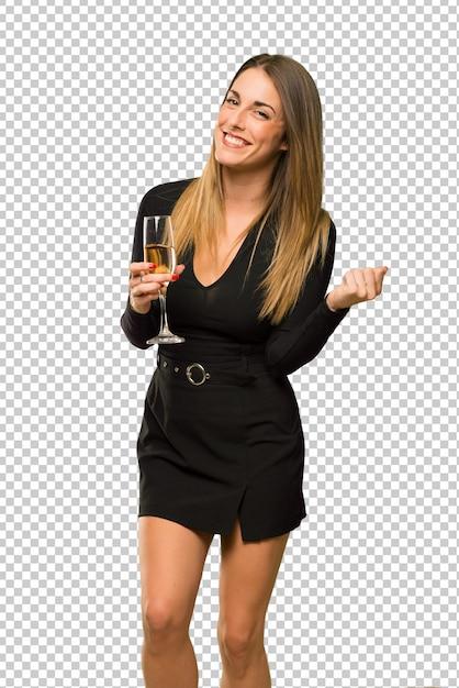 Donna con champagne festeggia il nuovo anno 2019 celebrando una vittoria Psd Premium