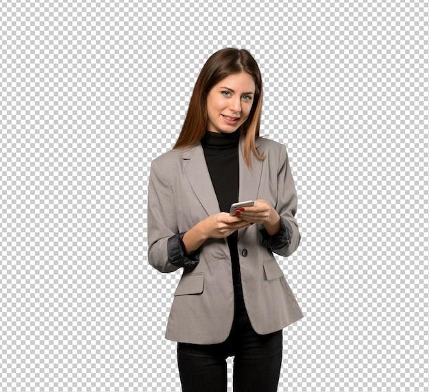 Donna d'affari inviando un messaggio con il cellulare Psd Premium