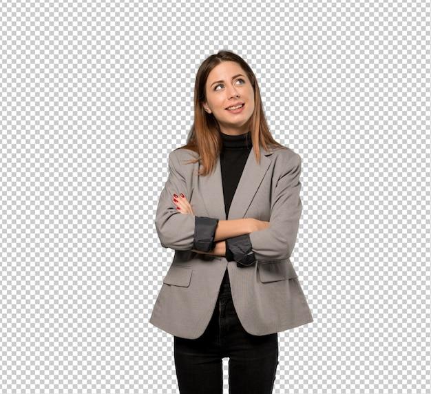 Donna di affari che osserva in su mentre sorridendo Psd Premium
