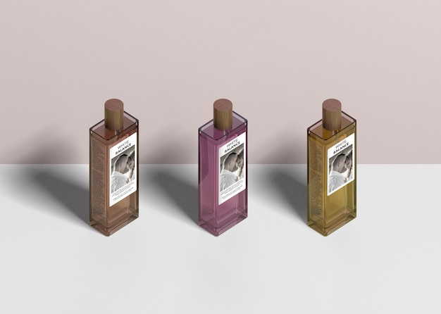 Drie flessen parfum uitgelijnd Gratis Psd