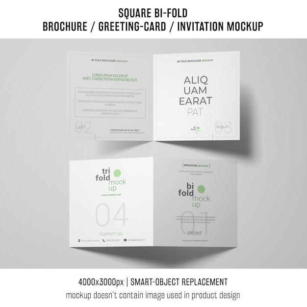 Due brochure quadrate bi-fold o mockup di biglietti di auguri Psd Gratuite