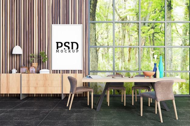 Eetkamer met grote ramen die licht uit de natuur halen en fotolijsten Premium Psd