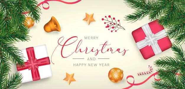 Elegant kerst achtergrond met rode en gouden decoratie Gratis Psd