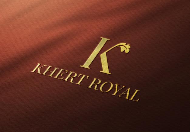 Elegante gouden logo mockup op rode stof Premium Psd