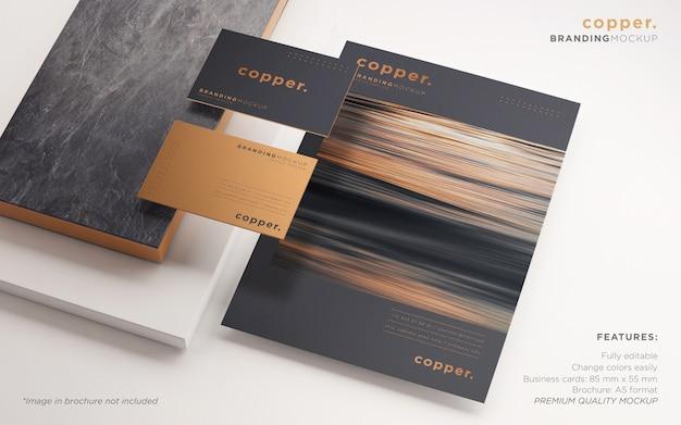 Elegante maqueta de psd de papelería de marca en oscuro y cobre PSD gratuito