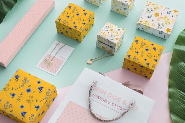 Elegante mockup di gioielli e packaging Psd Gratuite