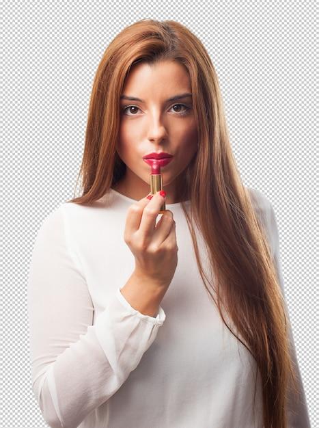 Elegante vrouw die een lippenstift gebruikt Premium Psd