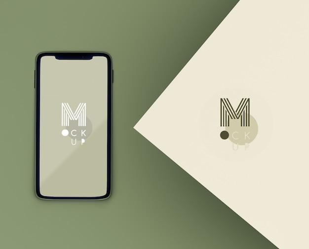Escena verde monocromática con maqueta de teléfono PSD gratuito