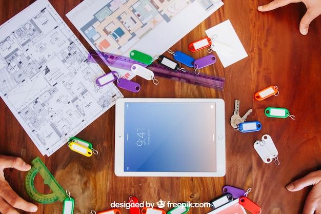 Escritorio de arquitecto con mockup de tablet descargar for Escritorio arquitecto