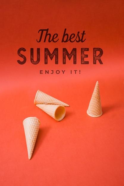 Estate lettering sfondo con coni gelato Psd Gratuite