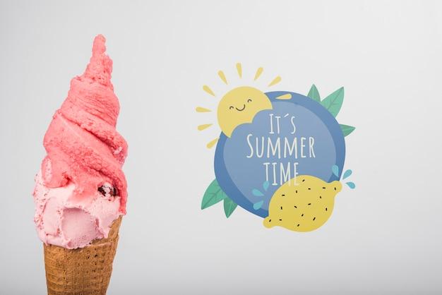 Estate scritta sfondo con gelato Psd Gratuite