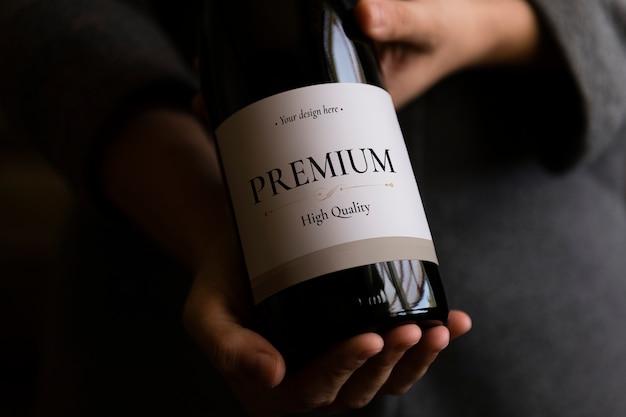 Etiqueta en blanco en la botella de vino PSD Premium
