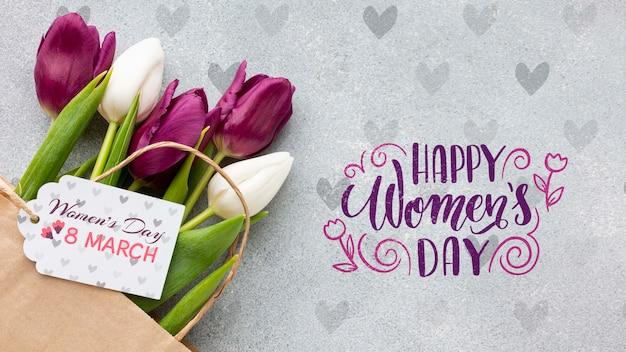 Feliz día de la mujer con ramo de tulipanes PSD gratuito