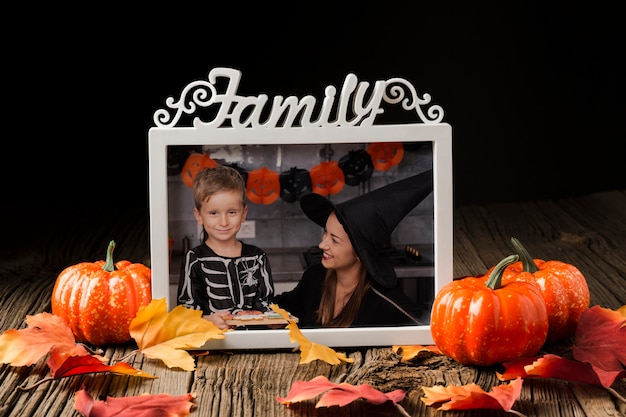 Frame met halloween-beeld en pompoenen Gratis Psd