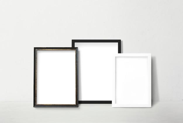 Frames leunend tegen een muur Gratis Psd