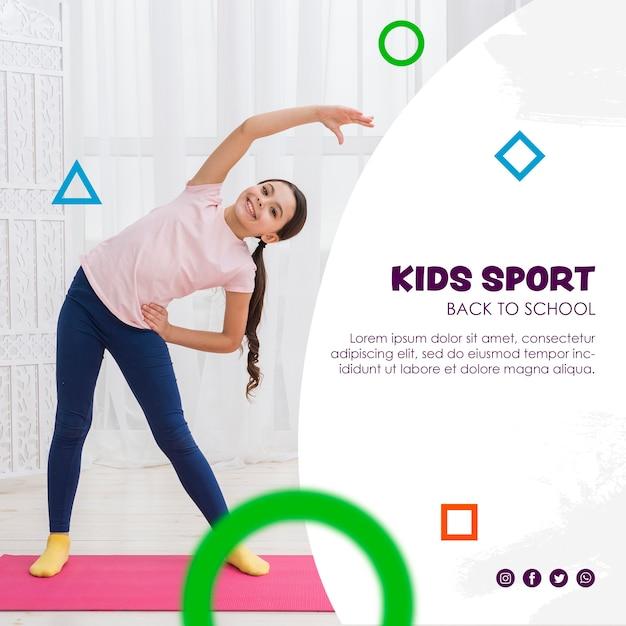 Gelukkig meisje die zich uitstrekt voor kinderen sport sjabloon Gratis Psd