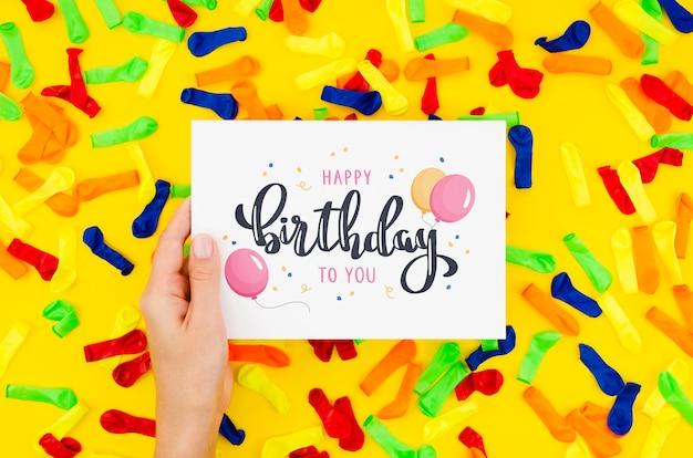 Gelukkige verjaardag bericht op vel papier Gratis Psd