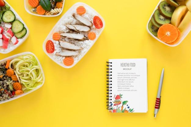 Gezond eten met notebook mock-up Gratis Psd