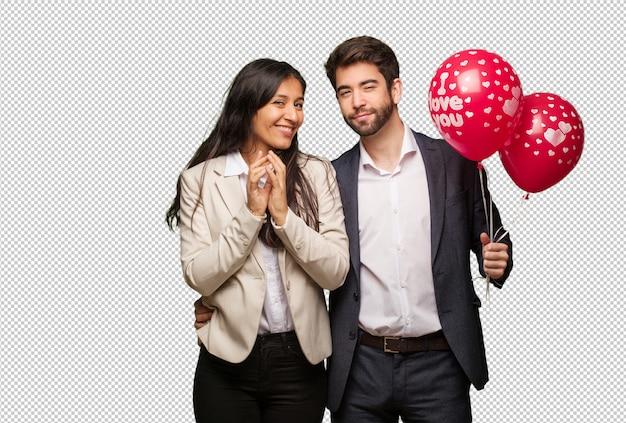 Giovane coppia in giorno di san valentino che escogita un piano Psd Premium