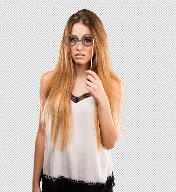 Giovane donna graziosa che usando i vetri del partito Psd Premium