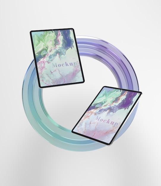 Glas in cirkelvorm met tabletcollectie Gratis Psd