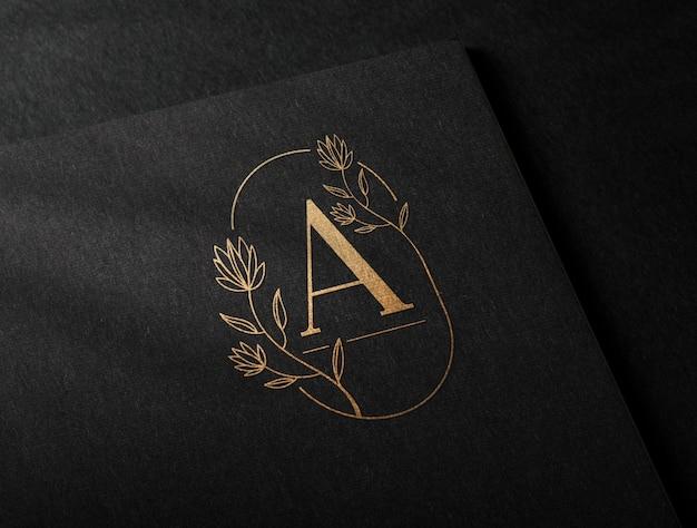 Gouden luxe logo mockup in zwart kraftpapier Premium Psd