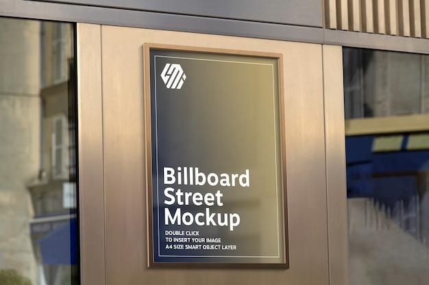 Gouden reclamebord op storefront in straatmodel Premium Psd