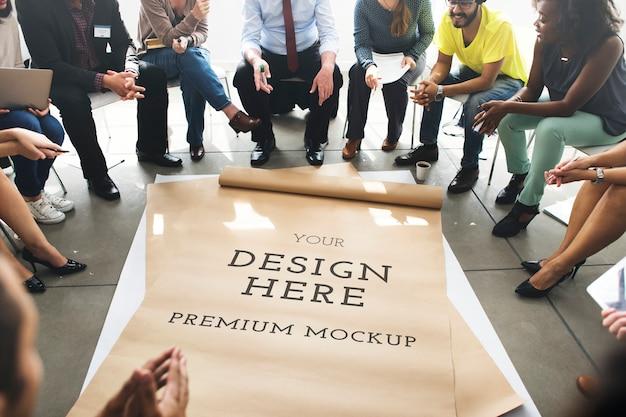 Grande carta bianca sul pavimento Psd Premium