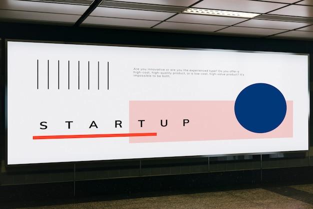 Grande mockup di cartelloni pubblicitari per pubblicità Psd Gratuite