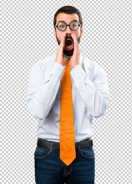 Grappige man met een bril schreeuwen Premium Psd