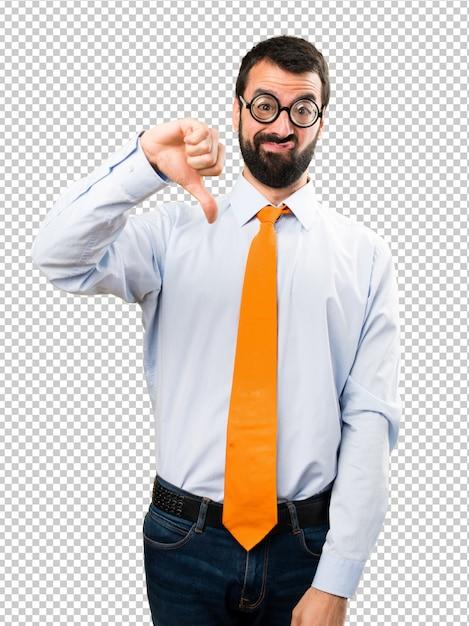 Grappige mens die met glazen slecht signaal maakt Premium Psd