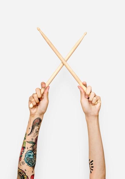 Hand met drumstokken Premium Psd