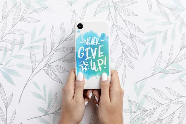Hand met smartphone met mockup Premium Psd