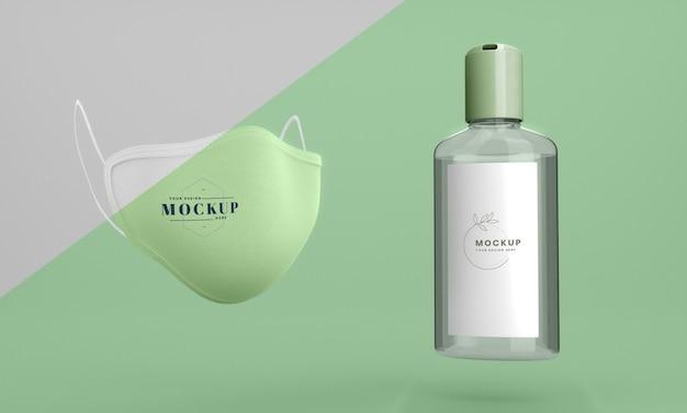 Handdesinfecterend mock-up flesje en gezichtsmasker Gratis Psd