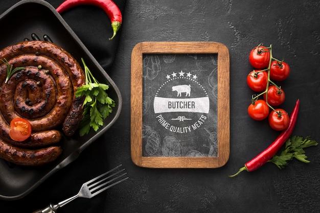 Heerlijke vleesproducten met schoolbordmodel Gratis Psd