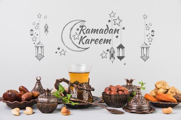 Hermoso bodegón con elementos de ramadán PSD gratuito